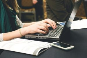עמוד עסקי בפייסבוק או באינסטגרם